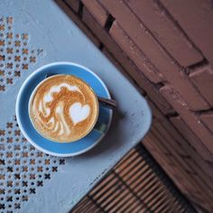 Cafe Auer Zuerich Barista, Latte, Restaurant, Coffee, Drinks, Food, Travel, Cool Bars, Swiss Guard