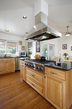 Love the wide drawers below range for pots/pans lids!