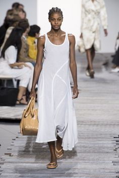 Michael kors in 2019 Casual Chic Summer, Casual Chic Style, Office Fashion Women, Womens Fashion, Black And White Summer Dresses, Michael Kors, Costume, Minimalist Fashion, Summer Minimalist