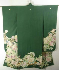 This is a graceful vintage Furisode Kimono with a design of large 'kiku'(chrysanthemum) and 'botan' (peony), which is dyed.