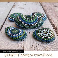 Painted Stones / Forest Set of 5 Painted Rocks von RaechelSaunders
