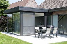 Moderne leefveranda die als keukenuitbreiding gebruikt wordt Sweet Home, Outdoor Decor, Garden, Modern, Room, Home Decor, Houses, Greenhouses, Conservatory