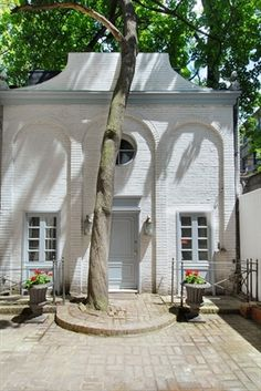 Carriage house behind a historic townhome on east 61st street in the Treadwell Farms district
