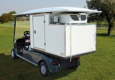 Le strutture che produciamo con frighi a motore installate sui golf car, permettono di sviluppare molte attività di servizio di ristorazione.