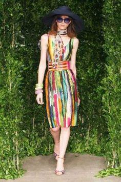 #fotosdevestidos #moda #modafeminina http://modelosdevestidos.biz/vestidos-coloridos/