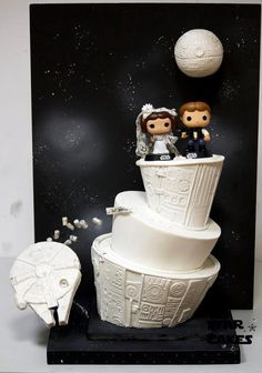Cute Leia/Han Star Wars wedding cake