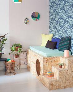 cabane diy osb sous banquette Refurbished Furniture, Kids Furniture, Kids Decor, Diy Home Decor, Kids Sofa, Diy Bed, Sofa Design, Toddler Bed, Room