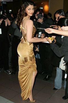 Bride and Prejudice Premiere Actress Aishwarya Rai, Aishwarya Rai Bachchan, Indian Bollywood Actress, Bollywood Fashion, Beautiful Saree, Beautiful Indian Actress, Beautiful Actresses, Bollywood Stars, Bollywood Theme
