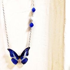 Blue Magenta White Acrylic Butterfly pendant charm, white and golden... (€25) ❤ liked on Polyvore featuring jewelry, butterfly charm, golden pendant, beading jewelry, butterfly jewelry and brass jewelry