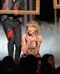 "Pin for Later: Taylor Swift's Auftritt bei den American Music Awards war etwas . . . beängstigend?! ""Ich habe HUNGER!"""