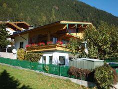 Das Appartementhaus Zillertal im Sommer.