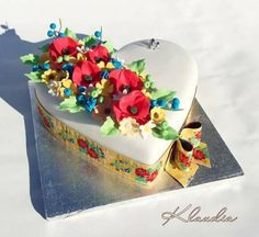 wedding cake by CakesByKlaudia - http://cakesdecor.com/cakes/271948-wedding-cake
