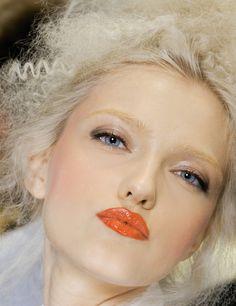 glistening eyes and orange glossy lips Coral Lips, Orange Lips, Editorial Hair, Beauty Editorial, Beauty Make Up, Hair Beauty, Glossy Eyes, Soft Eyes, Beauty Lookbook