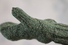 Balls to the Walls Knits: Doug Fir Mittens made with medium/aran weight yarn Knitted Mittens Pattern, Easy Knitting Patterns, Knit Mittens, Mitten Gloves, Free Knitting, Knitting Projects, Green Mittens, Blue Slippers, Arm Warmers