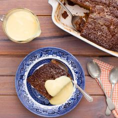 Our malva pudding is a fresh and convenient take on a traditional South African recipe. We also offer some tips on how to make the dessert sweeter and richer. South African Desserts, South African Dishes, Delicious Deserts, Great Desserts, Dessert Recipes, Malva Pudding, Food Experiments, Pudding Recipes, Sweet Recipes