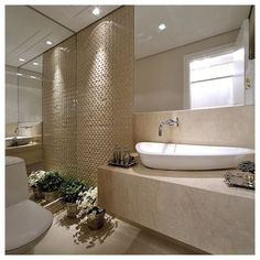 Lavabo em tons bege, utilizando o mosaico relevo Irregolare Bianco.  #ambienteaportobelloshop #portoelloshop #banheiros #lavabos #mosaicos