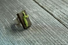 very cool moss ring!