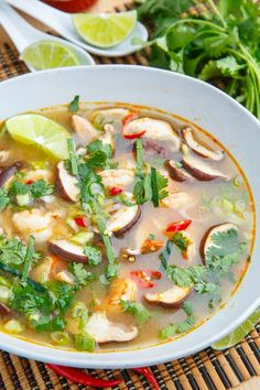 Tom Yum Goong (Thai Hot and Sour Shrimp Soup) A light, and tasty Thai style hot and sour soup with plump and juicy shrimp! - Tom Yum Goong (Thai Hot and Sour Shrimp Soup) Thai Recipes, Asian Recipes, Cooking Recipes, Healthy Recipes, Indonesian Recipes, Healthy Breakfasts, Healthy Snacks, Brothy Soup Recipes, Cooking Tips