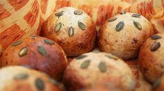 Grovboller med lakridshonning