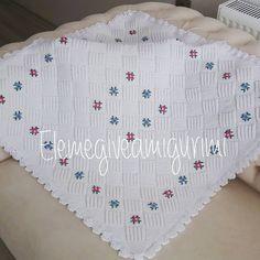Fotoğraf açıklaması yok. Crochet Bebe, Knit Crochet, Baby Knitting Patterns, Crochet Patterns, Knitting Ideas, Manta Crochet, Crewel Embroidery, Bargello, Knitted Shawls