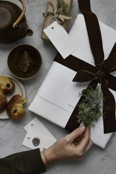 Check out these stunning Christmas gift wrapping ideas and get all of the Christmas wrapping ideas you need! #christmasgiftwrapping #christmaswrappingideas
