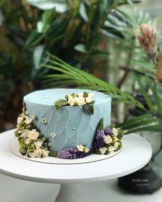 . - design cake - - #앙금플라워 #플라워케이크 #플라워케이크클래스 #베로니카 #로데케이크 #오페라케이크 #떡케이크 #koreanflowercake #flowercake #flower #cakedesign #flowercakeclass #handmade #specialcake #beanpasteflowercake #わだかまりフラワーケーキ #淀粉花蛋糕 #生日蛋糕 #ケーキ