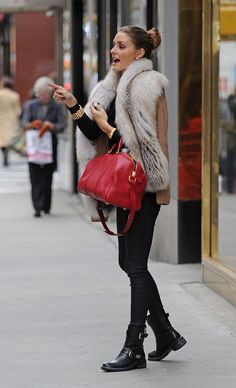 fall winter street style and outfits - Olivia Palermo in a fur gilet and red leather tote bag Look Fashion, Womens Fashion, Fashion Trends, Prep Fashion, Fashion Coat, Lolita Fashion, Fall Fashion, Fashion Dresses, Fashion Tips