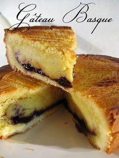 """Gâteau Basque. (Recipe in French). This is an amazing pastry from the Basque region of France. It's hard to define since it has elements of cake and pie rolled into one along with custard and jam. it's a hearty """"special ocassion """" cake since it travels well and is great with coffee or tea. Or anytime! French Desserts, Köstliche Desserts, Delicious Desserts, Dessert Recipes, Yummy Food, French Recipes, Basque Cake, Basque Food, Gateau Basque Recipe"""