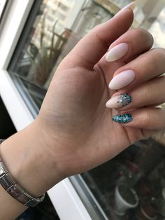 trendy fall nails art designs ideas to look autumnal and charming autumn nail art ideas 145 Minimalist Nails, Cute Acrylic Nails, Matte Nails, Stylish Nails, Trendy Nails, Nagellack Design, Blue Glitter Nails, Gel Nagel Design, Fall Nail Art Designs