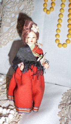 Collectible souvenir doll Roma / Romany gypsy doll, circa 1960s in lovely dress