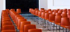 Stühle braun für Konferenz-Veranstaltungen.