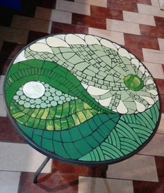 Mosaic Vase, Mosaic Diy, Mosaic Garden, Mosaic Furniture, Mosaic Projects, Stained Glass, Holiday Decor, Crafts, Painting