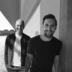 Lionel Messi And Zinedine Zidane Zinedine Zidane, Lionel Messi Wife, Lionel Messi Biography, Messi 10, Messi Soccer, Neymar, Lionel Messi Instagram, Messi Style, Real Madrid