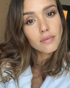 Jessica Alba Skincare Routine: The Exact Products She Uses - The Skincare Edit Jessica Alba Makeup, Jessica Alba Hair, Braun Face Epilator, Acne Moisturizer, Jessica Alba Pictures, Beauty Routines, Skincare Routine, Good Skin Tips, Facial Cleansing Brush