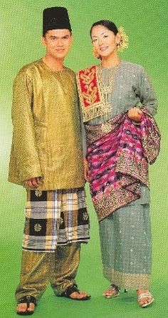 Baju Melayu Johor Malay Wedding Dress, Wedding Dresses, Malaysia Truly Asia, Container Cafe, Traditional Clothes, Kebaya, Asian Fashion, Party Dress, Saree