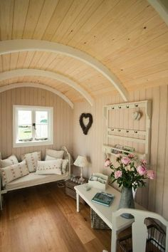 Schäferwagen to a free place in the scrubland Tiny House Living, Cozy House, Small Space Living, Living Spaces, Estilo Shabby Chic, Shepherds Hut, Amazing Spaces, Tiny Spaces, Little Houses