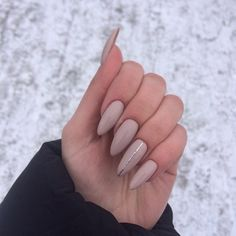 Looking for easy nail art ideas for short nails? Look no further here are are quick and easy nail art ideas for short nails. Nude Nails, Matte Nails, Acrylic Nails, Matte Almond Nails, Perfect Nails, Gorgeous Nails, Pretty Nails, Prom Nails, Long Nails