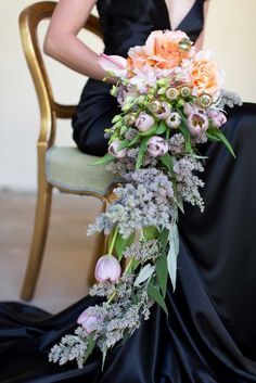 How gorgeous is this cascading bouquet?