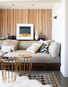 A Modern Apartment Living Room: Home and Interior – Get Yourself a Stylish Living Room That's Fun Boho Chic Living Room, Living Room Sofa, Apartment Living, Living Room Decor, Living Rooms, Sofas For Small Spaces, Small Sofa, Living Spaces, Small Tables