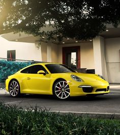 This is perfect!! I love geometric houses and one day I'll have that car! This is a pic if my future I just know it!! Porsche 911 and architecture <3