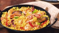 This delicious Portuguese style seafood paella recipe is very popular and the best part is you can add your favorite seafood to it. I Love Food, Good Food, Yummy Food, Tasty, Seafood Risotto, Seafood Paella, Paella Food, Portuguese Recipes, Portuguese Food