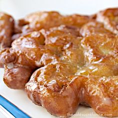 These Pineapple and Banana Fritters are melt-in-your-mouth Southern-style delicious. They get gobbled up like hot cakes, and my family begs for more! Source by cafesucrefarine Look style Pineapple Fritters, Banana Fritters, Banana Recipes, Donut Recipes, Cooking Recipes, Cake Recipes, Just Desserts, Delicious Desserts, Yummy Food