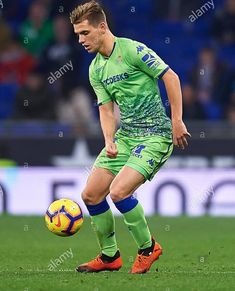 Lo Celso, Real Betis. Kun Aguero, Cute Teenage Boys, Cleats, Running, Sports, Marco Reus, Cleats Shoes, Racing, Cute Teen Boys