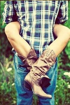 Love my man in a flannel, with the sleeves rolled up. Faded jeans and dirty boots<3