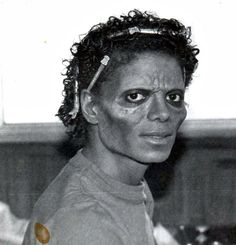 Michael Jackson- thriller :D .. el zombie mas lindo del universo jajajja