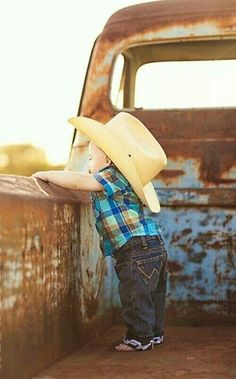 Cute little cowboy! Would be great to take a pic each year in the back of the tr… – Cute Adorable Baby Outfits Baby Kind, Baby Love, Baby Baby, Little Cowboy, Little Boys, Cowboy Baby, Cute Photos, Cute Pictures, Cowboy Pictures