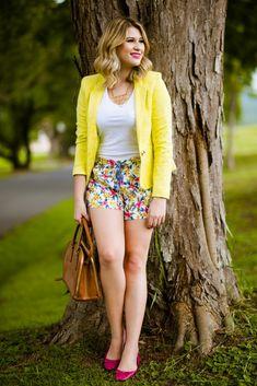 Look do dia: blazer amarelo + short florido