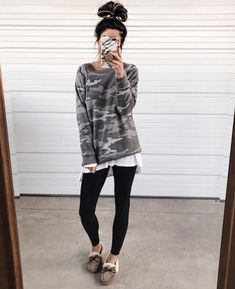 Casual Womens Leggings Outfits Ideas To Copy Asap 15 Adidas Leggings Outfit, Adidas Tights, How To Wear Leggings, Leggings Fashion, Women's Leggings, Printed Leggings, Cheap Leggings, Casual Leggings Outfit, Tribal Leggings
