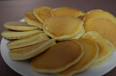fresh pikelets with soured milk Sweet Recipes, Cake Recipes, Snack Recipes, Cooking Recipes, Recipe Without Milk, Drop Scones, Bellini Recipe, Good Food, Yummy Food