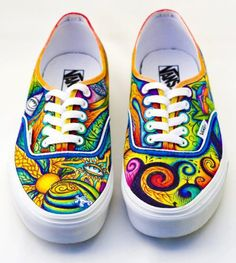 Find the craziest tênis Vans ever made in the history of time. Zebra, Watermelon and other weird vans shoes you have never seen before. Painted Canvas Shoes, Painted Vans, Painted Sneakers, Hand Painted Shoes, Custom Vans, Custom Shoes, Sharpie Shoes, Vans Era, Kleidung Design